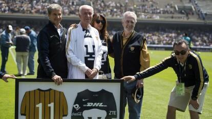 La Liga MX dio a conocer este domingo el sensible fallecimiento de Aarón Padilla a la edad de 77 años a causa de coronavirus, después de estar hospitalizado de gravedad en los últimos días.