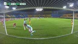 ¡Se salvan del cuarto! Fátima Arellano evita el gol de Belén Cruz
