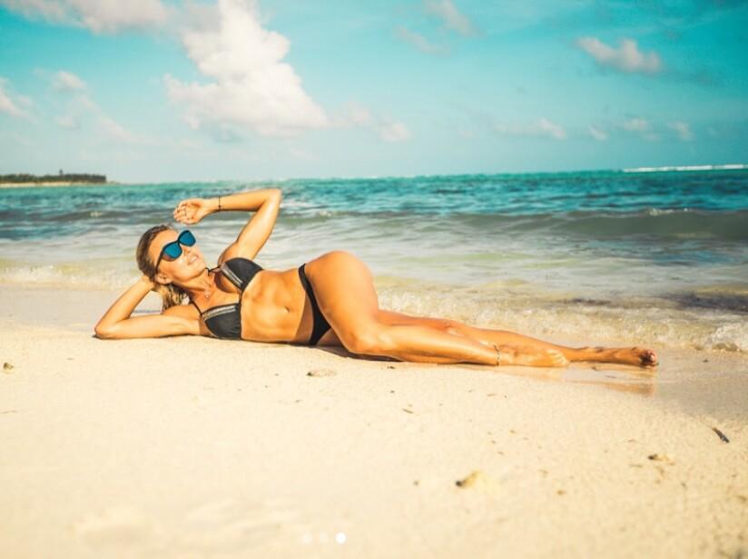 Angelique Boyer posa en bikini