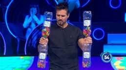 José Ron muestra la fuerza de sus brazos con 'La Sonaja' en Minuto Para Ganar VIP