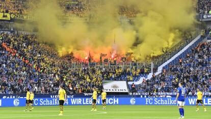 Regresa la Bundesliga y lo hace a lo grande, con el 'Derbi del Ruhr' entre el Borussia Dortmund y el Schalke 04, una rivalidad de casi 100 años.