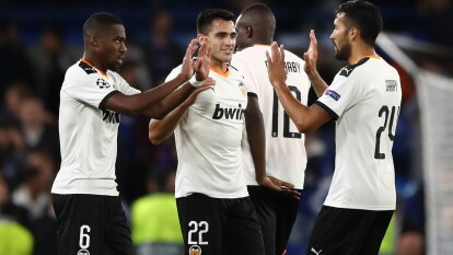 Con gol de Rodrigo, el Valencia vence al Chelsea de Frank Lampard, en Stamford Bridge.