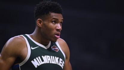 Se acerca el cierre de la temporada regular que, sin duda, ha sido de ensueño de los Milwaukee Bucks. El próximo jueves enfrentarán a los LA Lakers, quienes también continúan con una gran racha en temporada regular.