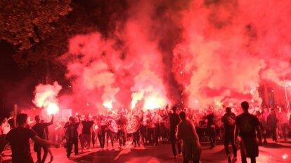Bengalas, camisetas, bufandas y mucha alegría para la ida de los 8vos de final entre el Atleti y el Liverpool.