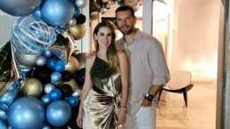 Jacky Bracamontes sorprendió a su esposo en su cumpleaños y lo hizo con elegante cena
