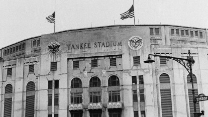 El 6 de febrero de 1921, los Yankees de Nueva York anunciaron la compra de 10 acres de propiedad en el oeste del Bronx.