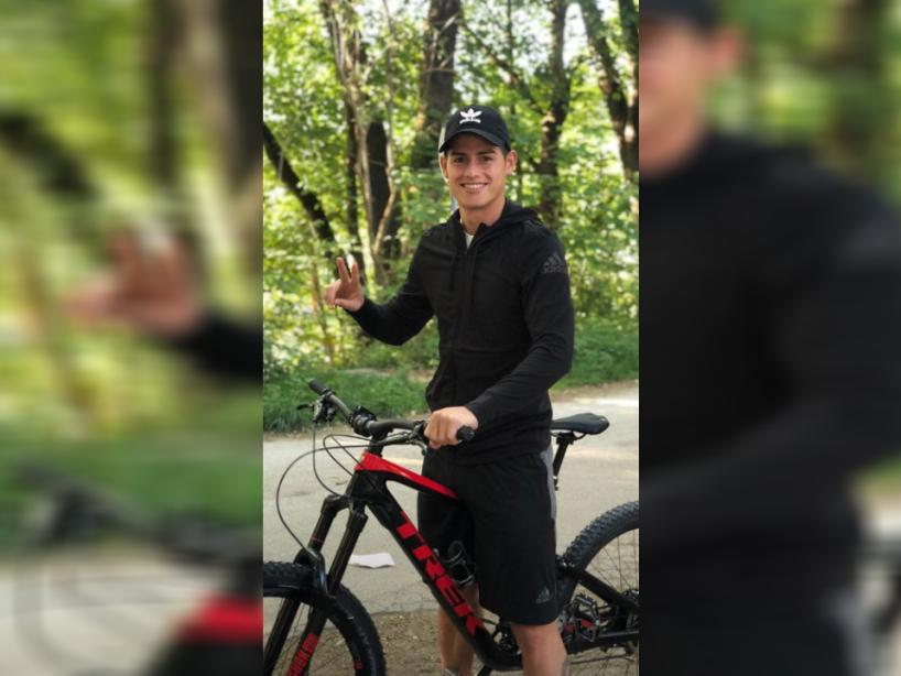 15 james rodriguez bicicleta.png