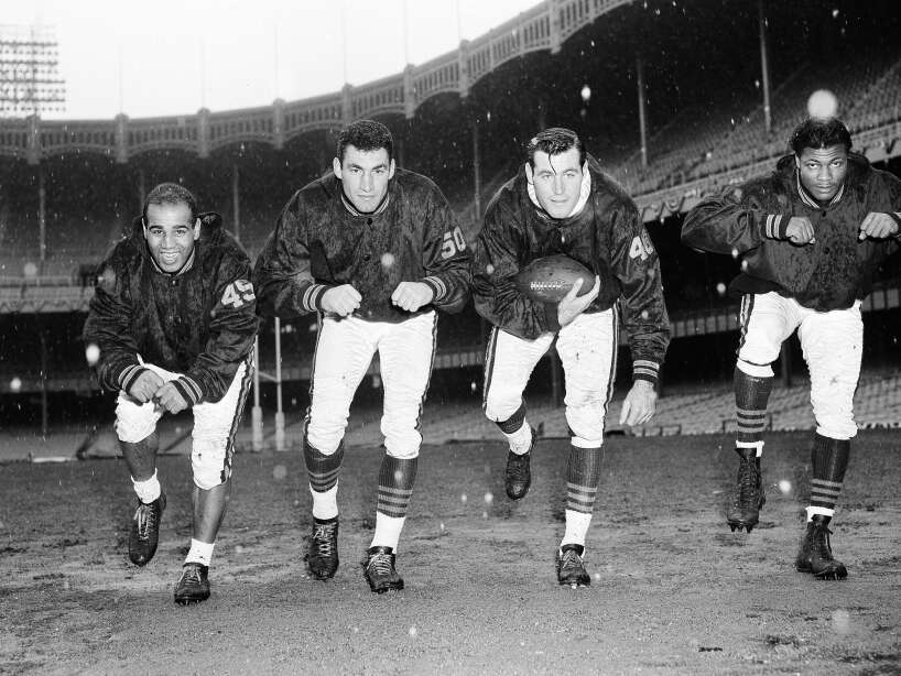 Watchf Associated Press Sports NFL Football New York United States APHS40143 CHICAGO BEARS 1956