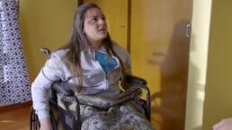 Román deja a Alicia por estar en silla de ruedas