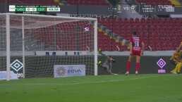 Atajadota de Jorge Hernández le ahoga el grito de gol al Tapatío