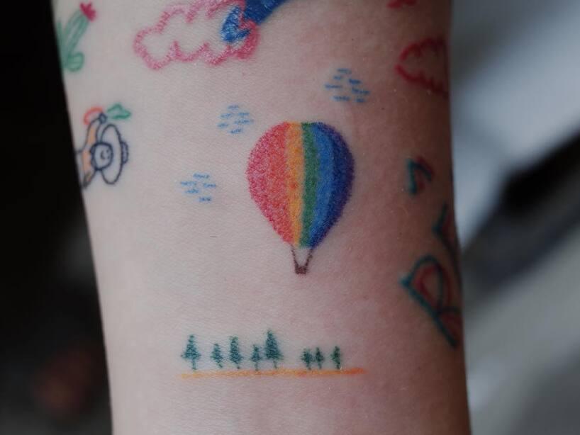 aa1303116 Tatuajes handpoked, la técnica que es menos agresiva con la piel ...