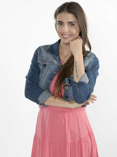 Michelle Renaud protagoniza la telenovela Hijas de la luna, junto a Danilo Carrera, Geraldine Galvan, Lorena Graniewicz y Jade Fraser.