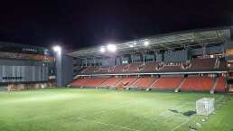 Singapur impulsa reapertura de estadios con prueba COVID a cada asistente