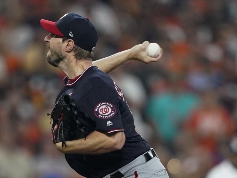 Los Houston Astros caen en el primer juego de la Serie Mundial 5-4 en el Minute Maid Park.