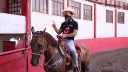 Víctor González comparte cómo vive sus clases de equitación para la telenovela 'Quererlo Todo'
