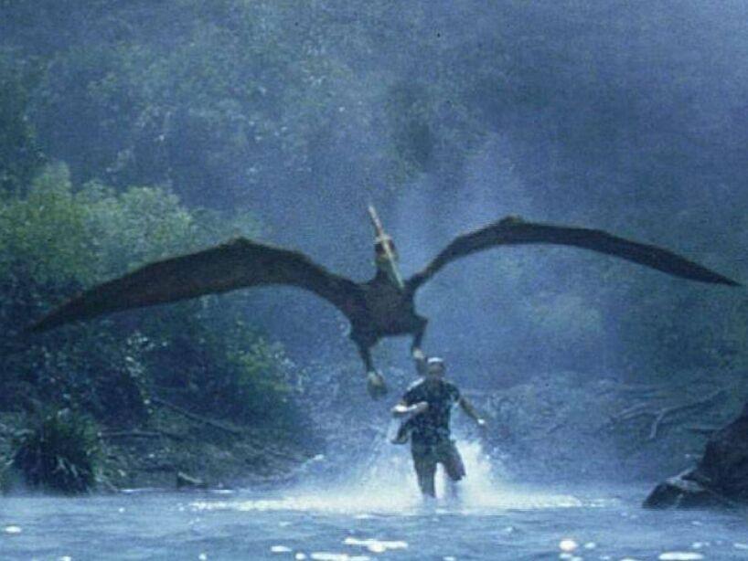7. Los raptores originales, llamados Velociraptor mongoliensis, no eran suficientemente terroríficos para Spielberg y éste decidió arrancarles las plumas y aumentar su tamaño.
