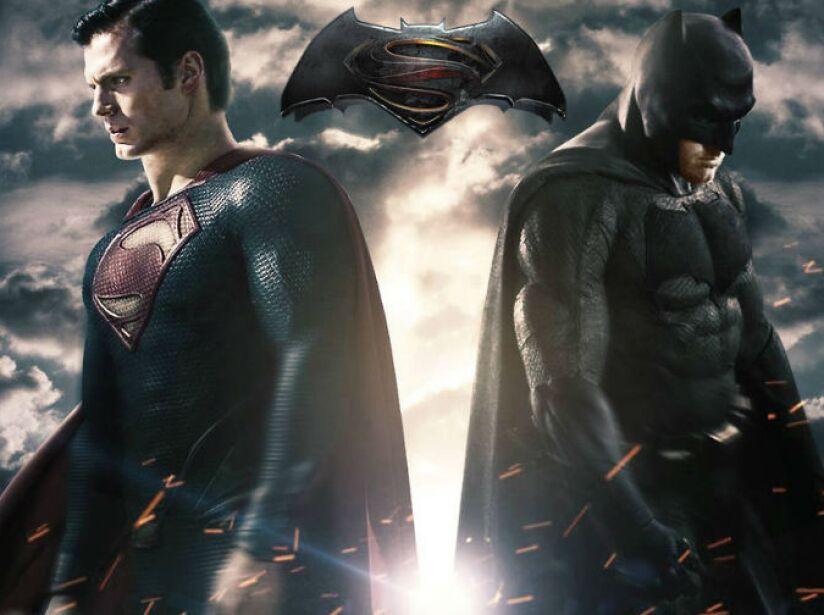 Batman v Superman: Dawn of Justice fue estrenada el 25 de marzo de 2016. Es la secuela de la película Man of Steel.