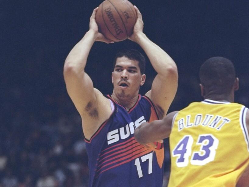 Horacio Llamas Grey. Nació el 17 de julio de 1973 en Sinaloa. Fue el primer mexicano en jugar en la NBA.