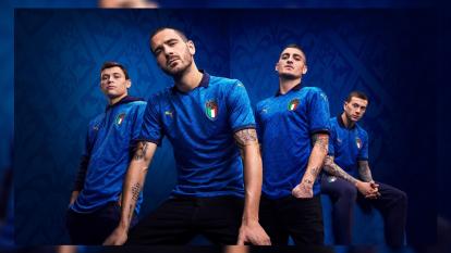 Italia lanza su playera de local