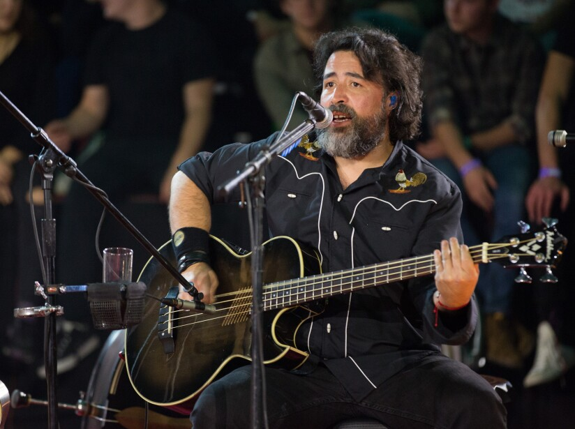 Micky Huidobro tocó con la banda sus grandes hits entre un público eufórico.