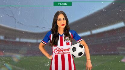 Valeria Marín con la playera de Chivas.