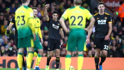 Los Wolves se impusieron como visitantes ante Norwich City con dos goles a uno. El mexicano Raúl Jiménez anotó gol, dándole la vuelta al marcador y el triunfo a la escuadra de Wolverhampton