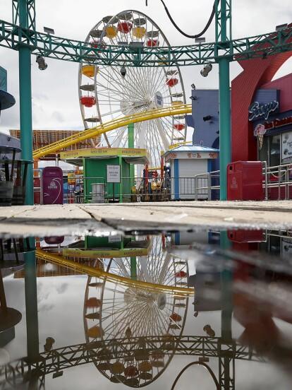 Santa Mónica, California, Estados Unidos. <br><br>El único Ferri que funciona con energía solar se encuentra inactivo en el muelle de Santa Mónica, que fue cerrado temporalmente el 17 de marzo debido al COVID-19. De acuerdo con Getty Images, el coronavirus ha cobrado 11 vidas en California y al menos 470 personas en dicho estado han dado positivo a la prueba.</br></br>