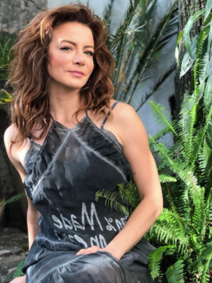 En su debut en Televisa, Silvia Navarro protaginizó 'Mañana es para Siempre', en el papel de 'Fernanda Elizalde', con el cautivó a una nueva base de fans. Posteriormente, la actriz participó en producciones como 'Cuando me enamoro', 'Amor Bravío', 'Mi Corazón es tuyo', 'La Candidata' y 'Caer en Tentación'. Navarro se encuentra lista para estrenar una próxima serie de comedia en Estados Unidos.
