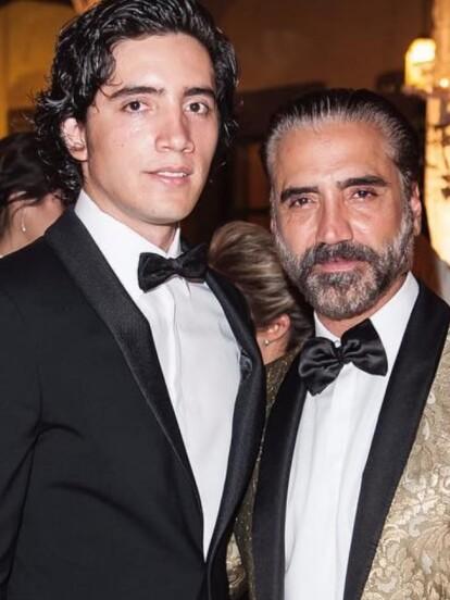 Alejandro Fernández y su hijo Alex Jr. tienen gran parecido físico.