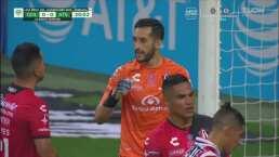 ¡Atajada gigantesca! Camilo Vargas evita el gol de Miguel Ponce
