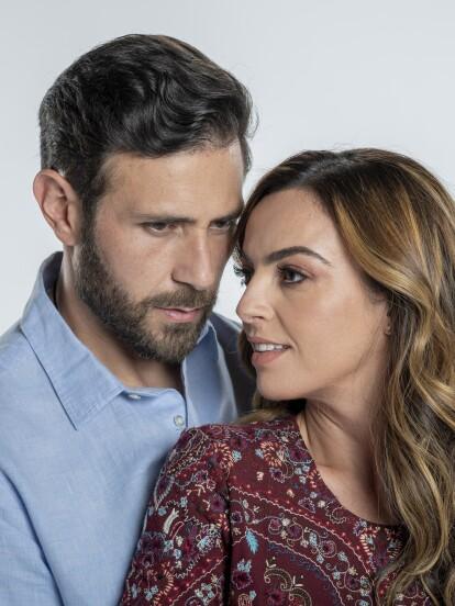 'Fuego Ardiente' es una telenovela mexicana producida por Carlos Moreno y protagonizada por Mariana Torre, Carlos Ferro, Claudia Ramírez, José María de Tavira y Kuno Becker, entre otros.