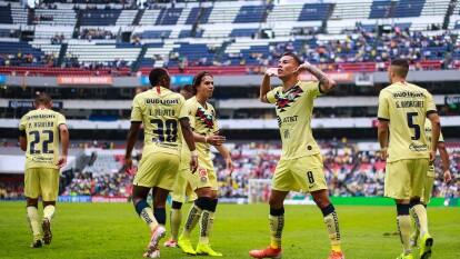 Aunque la rivalidad de las Águilas con Monterrey ha crecido, la balanza aún se inclina en favor de los capitalinos. En los últimos diez años Águilas y Rayados se han enfrentado 33 ocasiones en duelos oficiales.