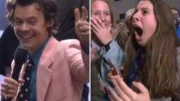 Esta fan se cayó de la emoción cuando Harry Styles le regaló boletos para verlo
