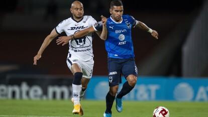 Monterrey y Pumas arrancan con la necesidad de atacar en todo momento, por lo que la pelea por el balón es muy fuerte.