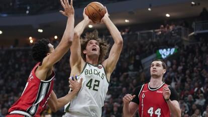 Portland Trail Blazers 129-137 Milwaukee Bucks. Los Bucks se quedan con la victoria pese a los 37 puntos de CJ McCollum.