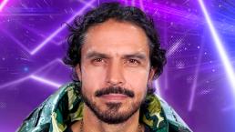 Braulio Luna reacciona a sus pasos de baile en su actuación como Tortuga