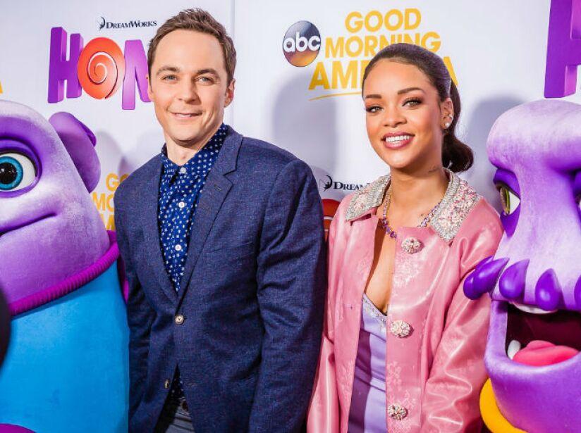 9. Jim Parsons y Rihanna: La estrella de The Big Bang Theory y la atrevida cantante actuaron en Home.