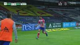 ¡Ochoa no pudo con tanto! Desvía la primera, pero Ibáñez hace el 1-1