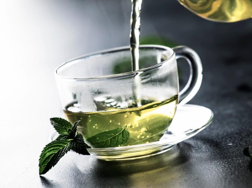 Los antioxidantes orales como la coenzima Q10, el resveratrol, y extractos de la semilla de melón, así como el té verde, los cuales pueden ayudar a reparar los radicales libres de la piel.