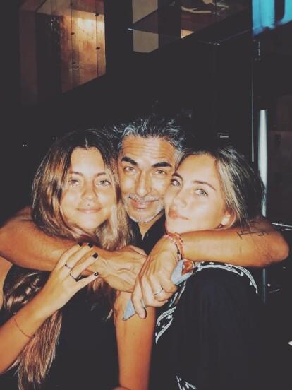 La belleza de las hijas de Raúl Araiza ha llamado la atención en los últimos años, provocando que se vuelvan tendencia en redes sociales; sin embargo, ahora Camila, la primogénita del conductor, causó revuelo al aparecer en topless.