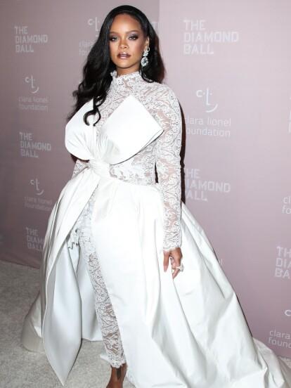 Rihanna luce bellísima en su evento en Nueva York