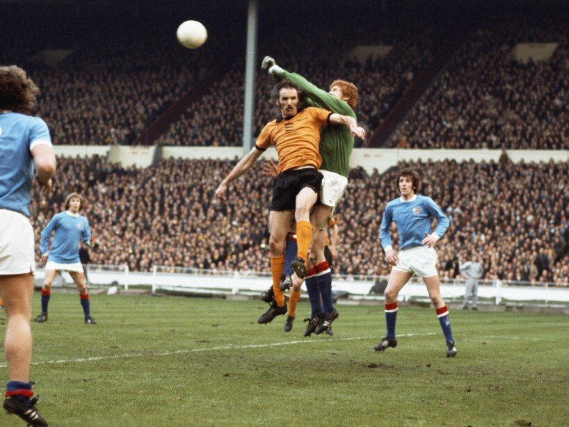 Keith MacRae and Derek Dougan 1974 League Cup Final