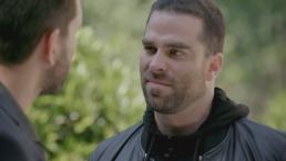 Óscar le pide perdón a John