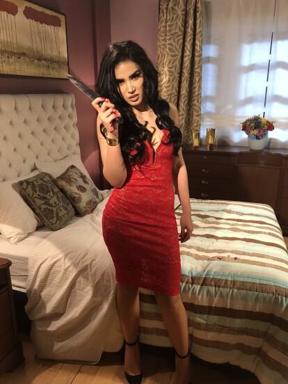 Lucy Montes es la villana de una serie de la que Karla y Nicky son fans.