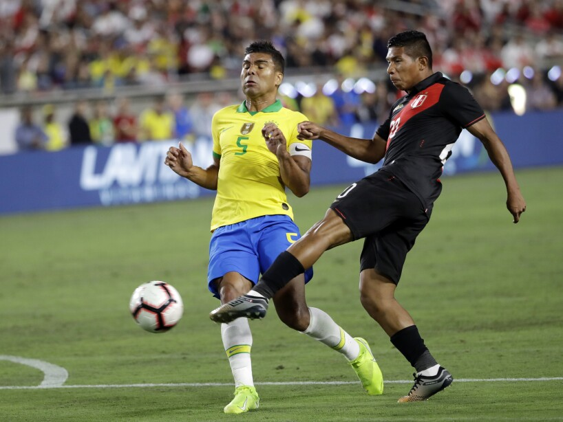 En la ciudad de Los Ángeles, Perú derrota a Brasil 1-0 en un partido con pocas oportunidades de gol.