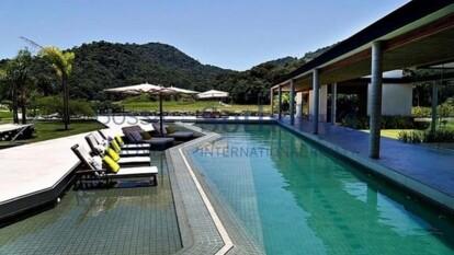 Así es como Neymar se refugia del coronavirus, en su lujosa mansión, en Mangaratiba, en el sur de Río de Janeiro; tiene un valor alrededor de los 9 millones de euros.