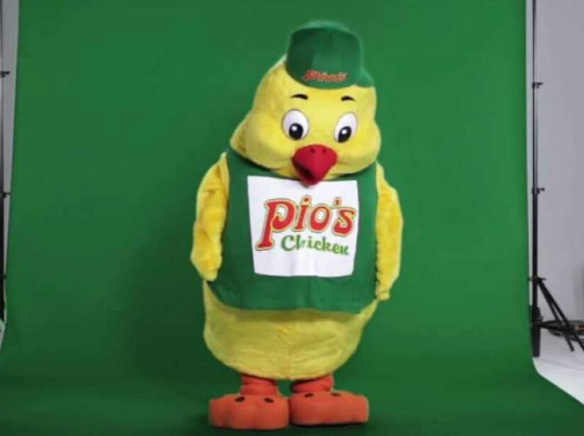 4. Pios Chicken: No es solo una pollería. Este personaje de peluche formó parte del show El especial del humor.