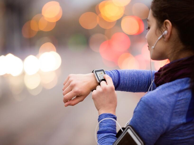Para evitar cansarte, los expertos recomiendan alternar ritmos, es decir trotar y caminar por lapsos de tiempo, esto fortalece a tu corazón y te ayuda a alcanzar tus metas.
