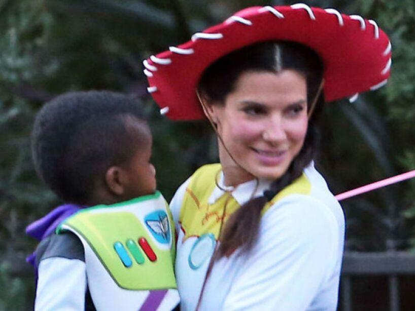 2. Sandra Bullock: En 2010 ganó el Óscar y también adoptó al pequeño Louis Bardo Bullock.