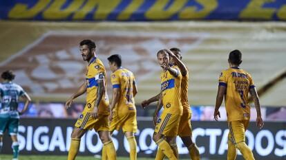 Tigres se impuso a Santos en la J10 del Guard1anes 2020 | Los del 'Tuca' estuvieron muy cerca de sólo sumar una unidad, pero un latigazo de los felinos les dio la victoria 2-0.